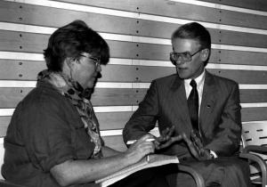 1990: Lena Mellin, journalist Aftonbladet Sverige intervjuar Ingvar Carlsson, politiker partiledare (S) Sverige statsminister.