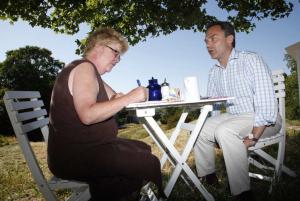 2010: Lena Mellin intervjuar folkpartiets Jan Björklund.